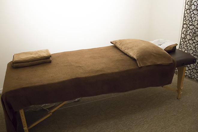 メルティ 温かみがある施術台とスペースです