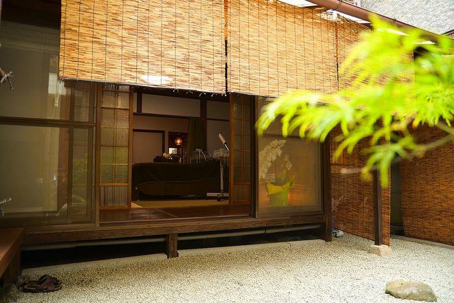 モアニィ 京都円町店(Moanii) 店内にはオーナーこだわりの庭園が広がります!
