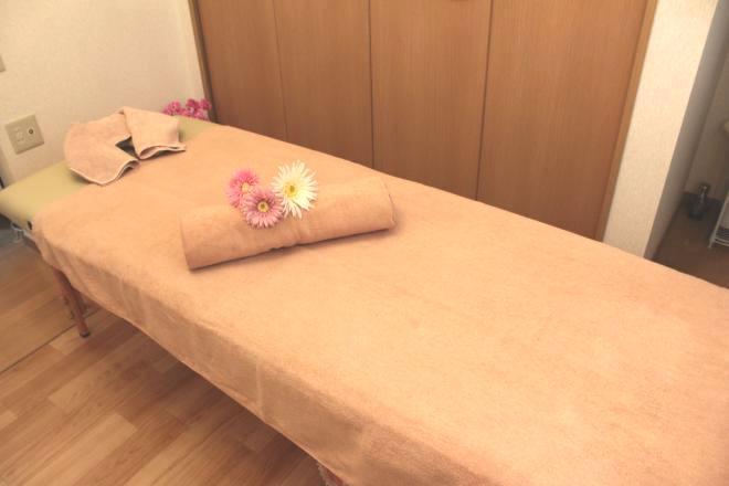 mondemi こちらのベッドですべての施術を行います