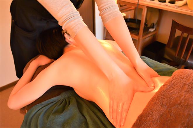 ルッカ(プライベートサロン lucca) お身体の奥からしっかりともみほぐしていきます
