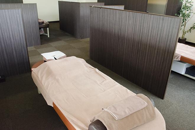 ほぐしやさん 国分寺並木町店 仕切りのあるオープンスペース、完全個室も◎