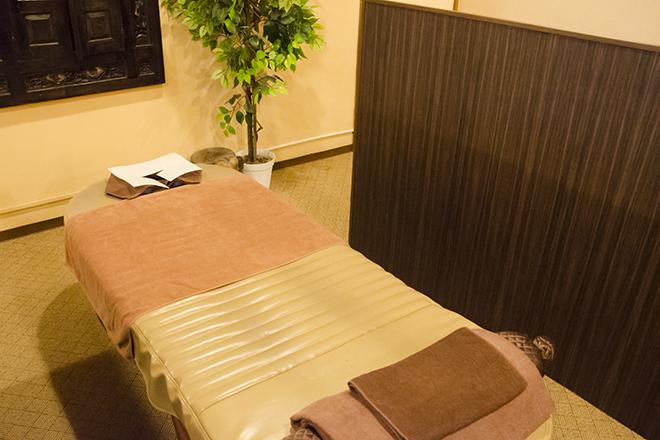 ほぐしやさん 川越湯遊ランド店 「半個室風」の施術スペースは落ち着いた雰囲気