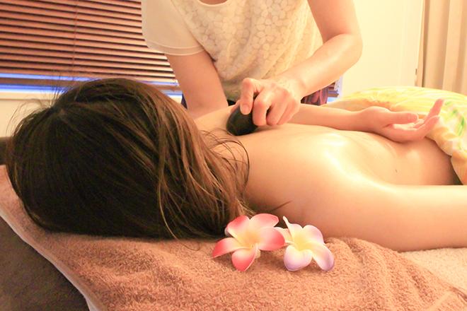 Lani's Hawaiian Relaxation ホットストーンでお体の芯までリラックス!