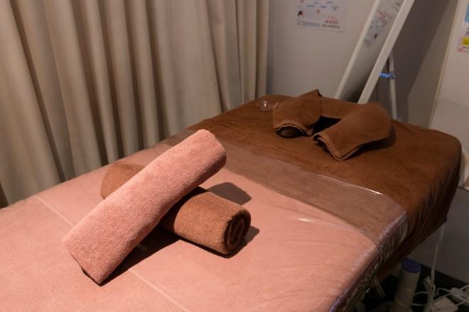 ホットスリムスタジオジャパン 関内店 清潔感のある広々とした施術台!