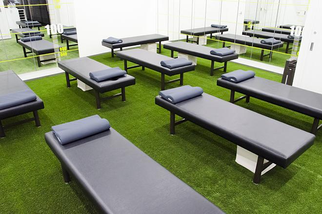 Dr.ストレッチ 目白店 芝生の敷き詰められたストレッチルーム