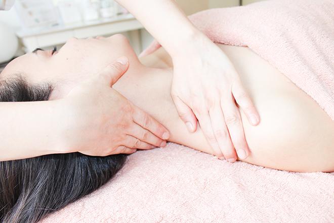 beauty salon MOAGE デコルテや首筋も丁寧に流していきます
