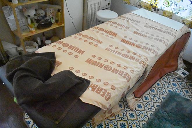あん 肌触りのいいシーツが敷かれたベッド