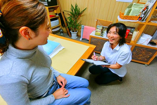 杏 お身体のお悩みや不調を細かくお聞きします。