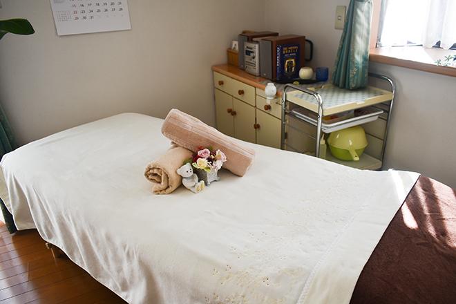 リュミエール アースライトの木製のベッドを使用