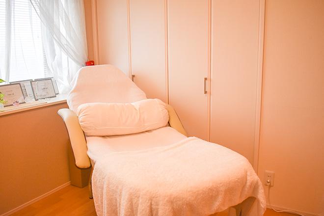 ル リス ブラン シンプルな施術空間で美しいお肌を作る施術を