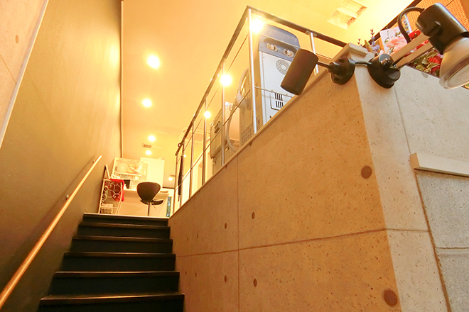 Salon d`e HALLIS ラグジュアリーな空間が広がるサロン内