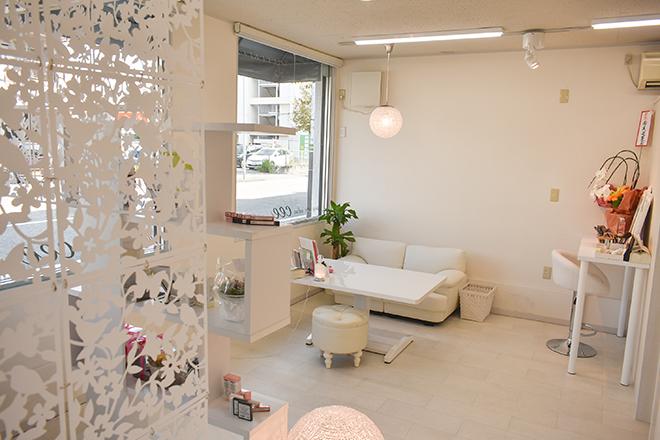 シー(aging care salon cee) 白を基調としたエレガンス空間