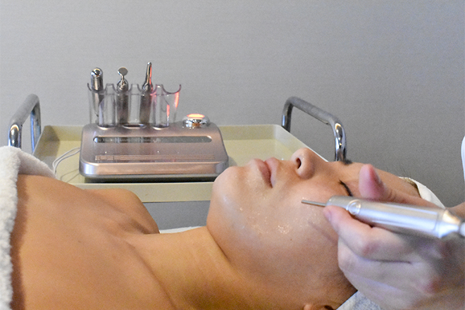 イロドリ(Pure Healing 彩) 人気は「アノン電気」を使ったツボへのアプローチ
