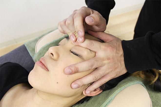 お鼻や目の周りも、しっかりと施術を行います