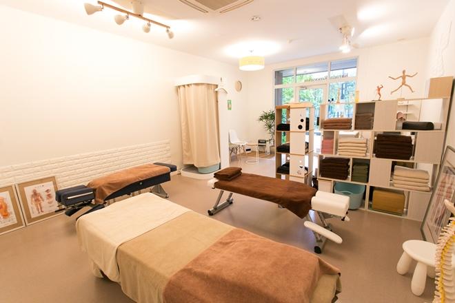 ゆったりとくつろげる施術ベッドです