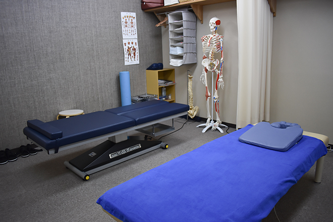 ひろふじカイロプラクティック 体が動きやすい目的に応じたベッドをご用意してい