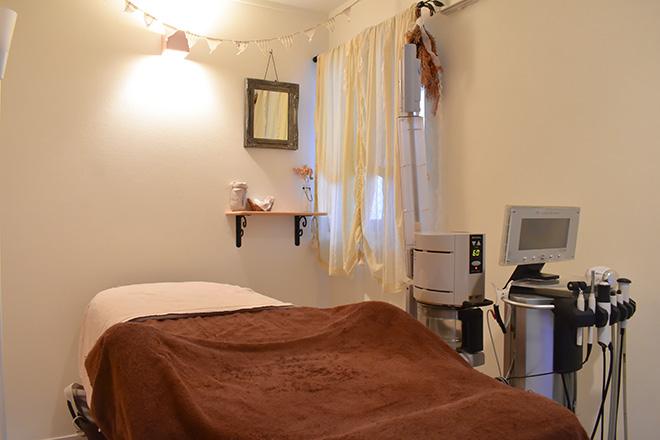 カラーズ(エステサロン COLORS) 明るく清潔感のある施術ルームで、癒されて♪