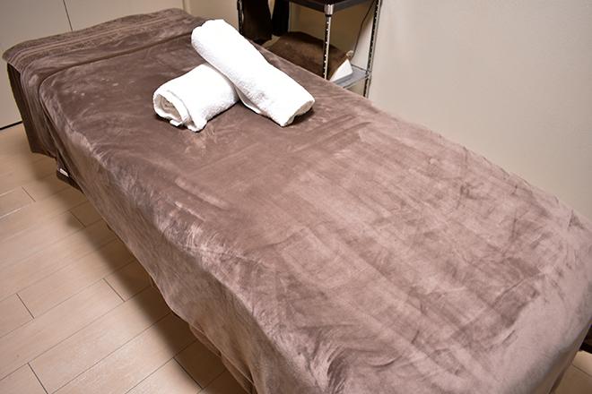 プレジール(Plaisir salon) 清潔感漂うベッドで施術を行います