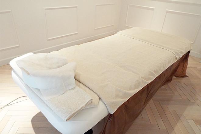 Carinella ベッド1台のプライベートサロンです
