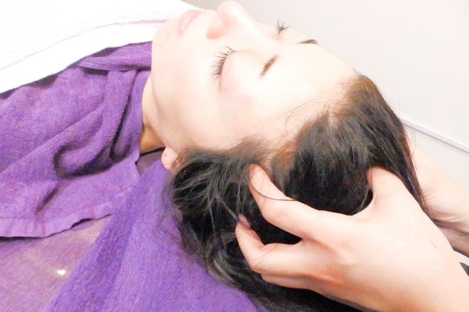 モーイブルップ 梅田店(mooi beloep) お顔まわりだけでなく、肩甲骨にもアプローチ