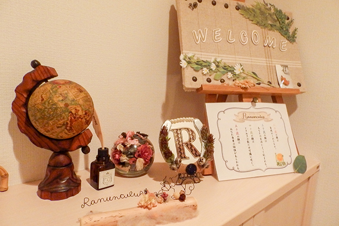 Ranunculus 可愛らしい雑貨に囲まれた内装