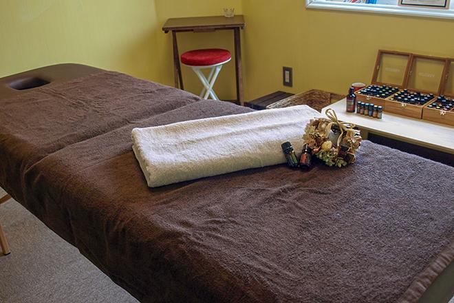 ポッカポカ(smile サロン Pokka Poka) 目的に応じて高さを変えられるベッドです