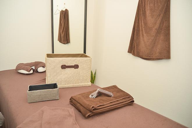 ホワイトとブラウンを基調とした「完全個室」