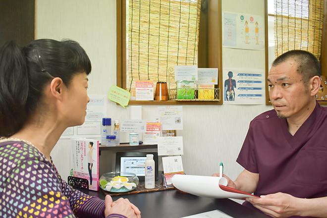 ハラ(Chiro&Beauty Salon@HARA) 向き合ってより施術しながらヒアリングが中心