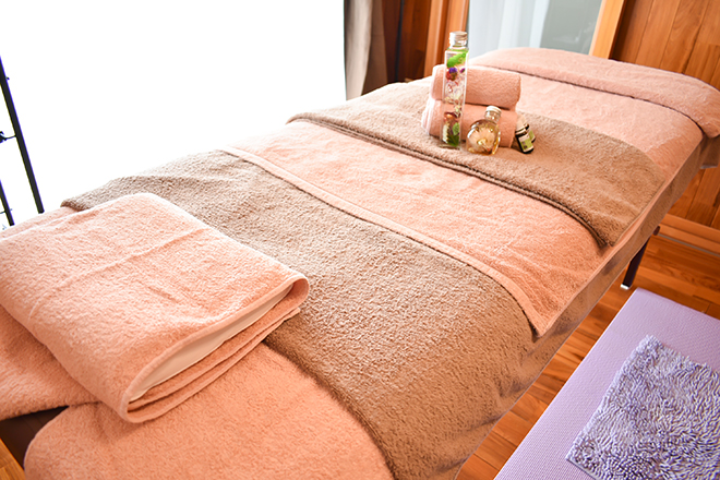 aroma plume de paon こちらのベッドでトリートメントを行います。