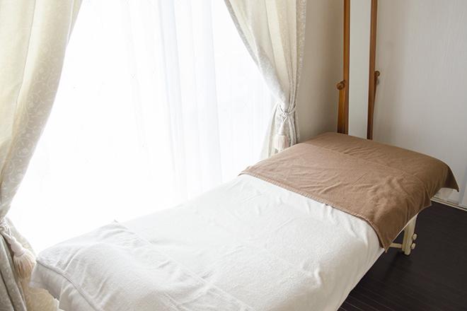 レシエル(フェイシャルサロン Reshiel) ホワイトカラーを重視した清潔感ある施術スペース