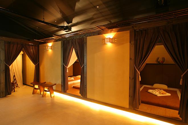 バンクンメイ 琴平花壇店 タイリゾートと、清潔感を兼ね備えた空間
