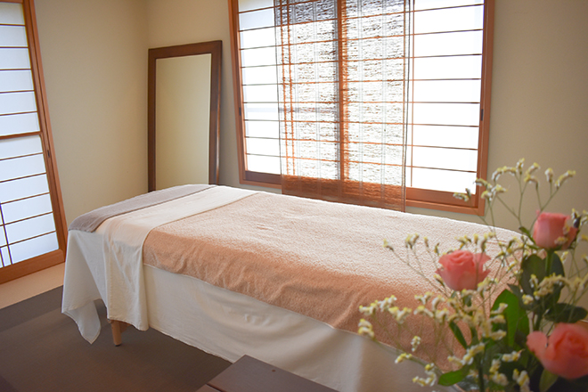 プライベートサロン 椰子の木 一軒家の中にある落ち着いた雰囲気の「個室」