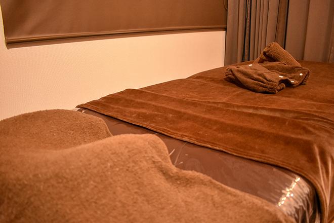 ウィズ(トータルビューティーサロンWith) 茶色の落ち着いた雰囲気の施術ベッド