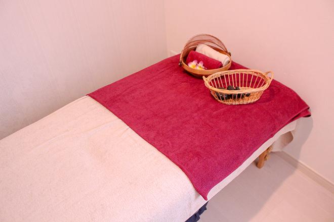 レスピラーレ(Respirare Relaxation Salon) ベッド1台で、一人のお客様と向き合って施術