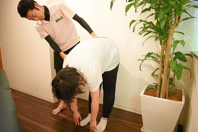 ストレッチ屋さん 新宿南口店 身体のチェックからおこないます