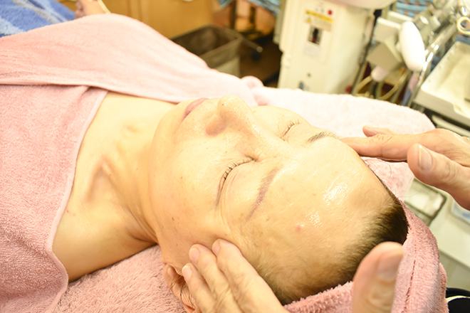 山野愛子どろんこ美容 両口エステティックサロン ヤマノの上質な化粧品と 高い技術を体験ください