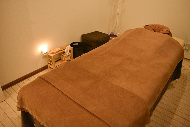 レクーラ(トータルケアサロン Recura) 大きめのベッドを用意しています