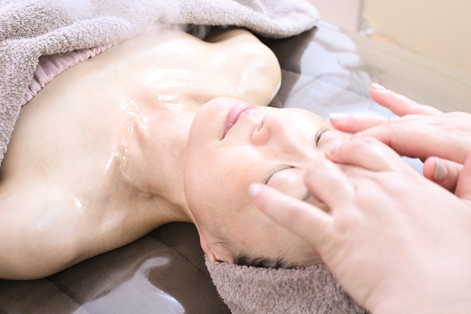 ELVIA リンパケアで不要物を流し、ツヤツヤした肌へ