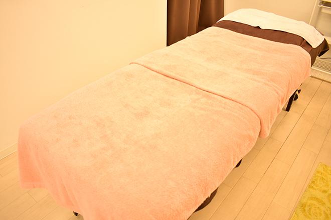 ディオーネ 東加古川店(Dione) 白とピンクを基調とした落ち着きある個室
