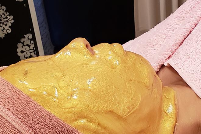 プライベートサロン ミニストリースリー カスマラマスクでお肌を引き締め美しい状態へ
