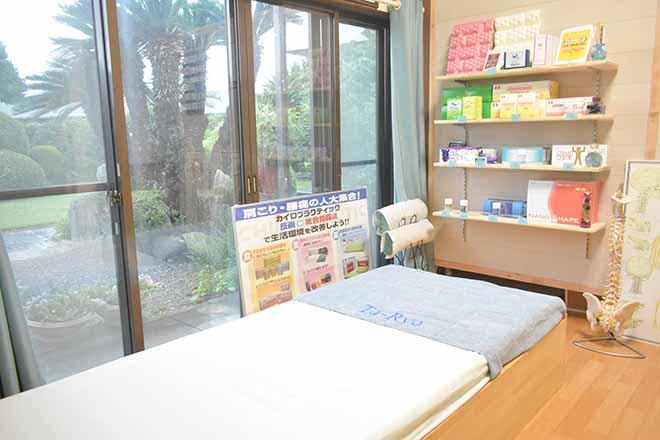 シールーム トウリョウ(Croom To-Ryo) 広々とした施術ベッドをご用意しております