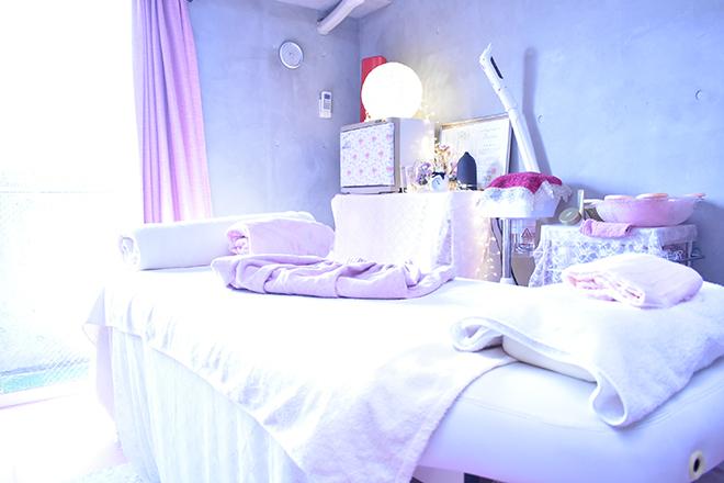 チェローズ ピンクを基調とした非日常を感じられる空間