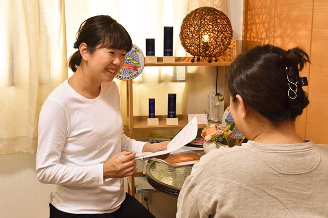 フロー(Beauty Salon Flow) 笑顔で安心感を与えるヒアリング