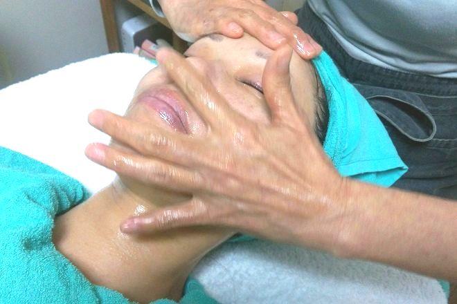 山野愛子どろんこフェイシャルサロン 熟練の手技による施術
