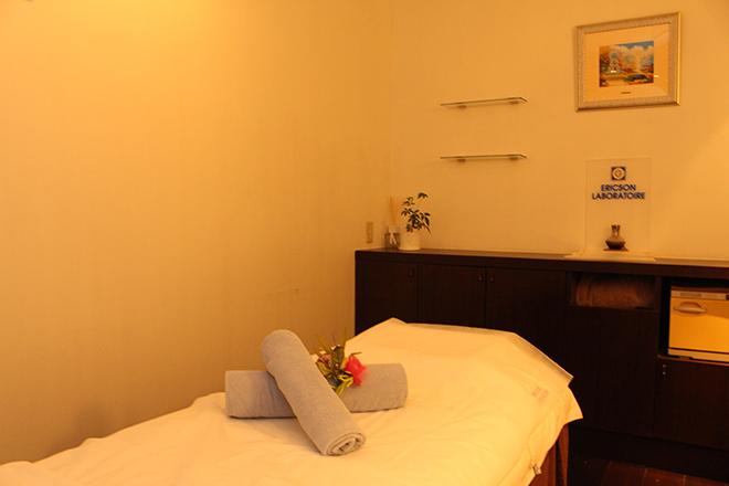 Qualia 銀座店 清潔なベッドで気持ちの良い施術時間を
