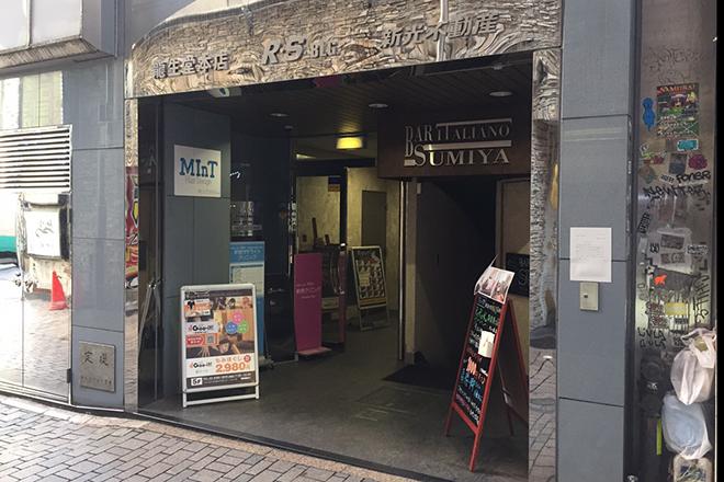 グイット 新宿東口店(Goo-it!) 様々なテナントが入ったビルです