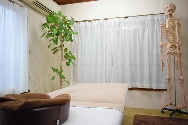 腰痛特化整体院 山本 「癒し」をイメージしたプライベート空間