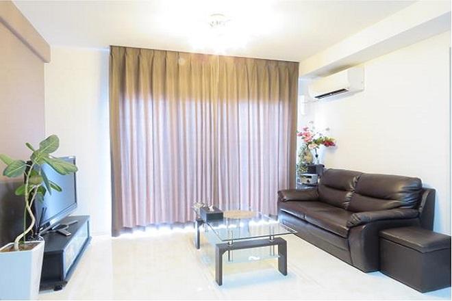 リア(Li'a) シンプルで清潔感のある待合スペース