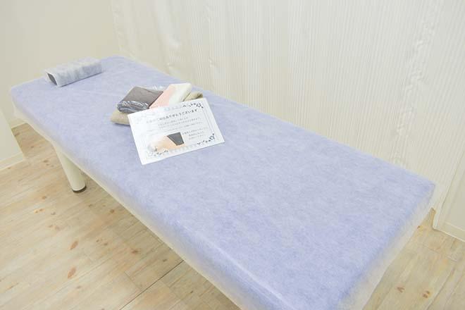 ストラッシュ 名古屋栄松坂屋前店(STLASSH) シンプルで清潔感あふれる施術台