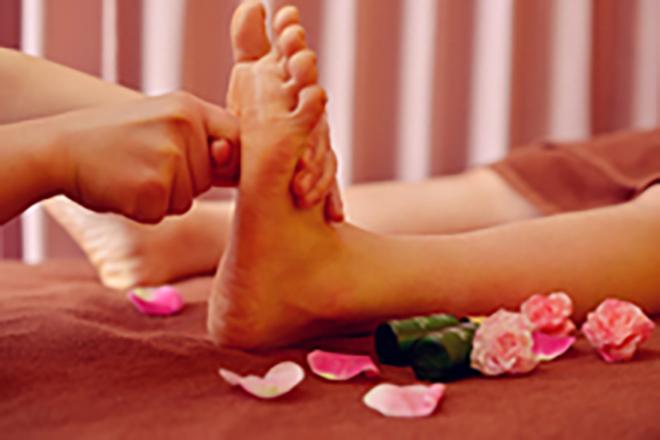 ケンビエン スリムアンドビューティー 足裏にある「つぼ」を指の関節でしっかりと刺激